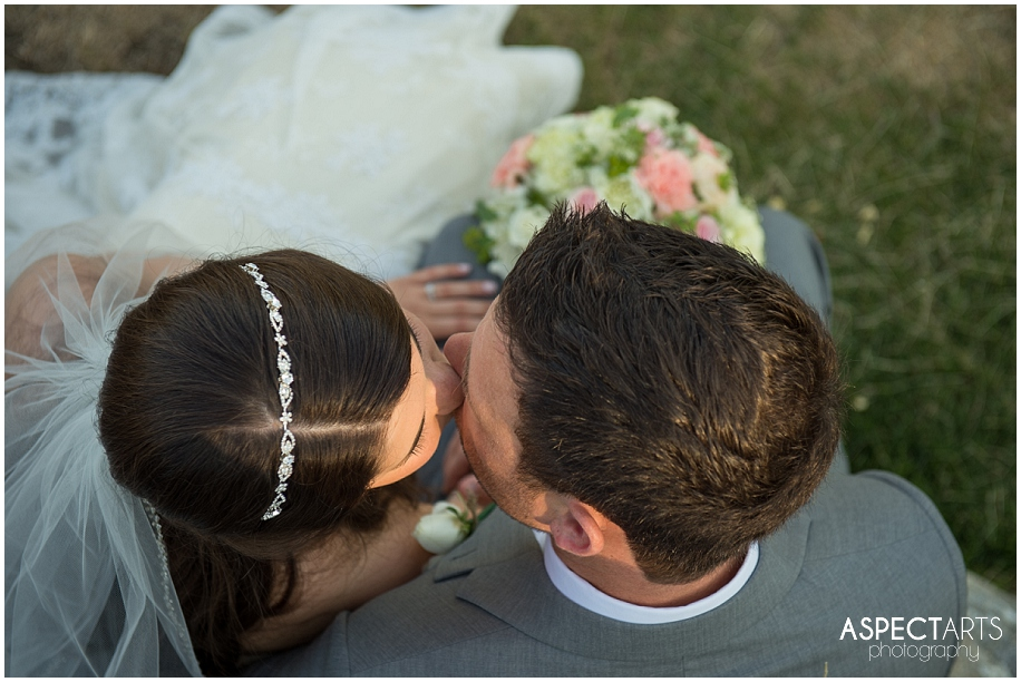 37 Okanagan photographer bride groom kissing