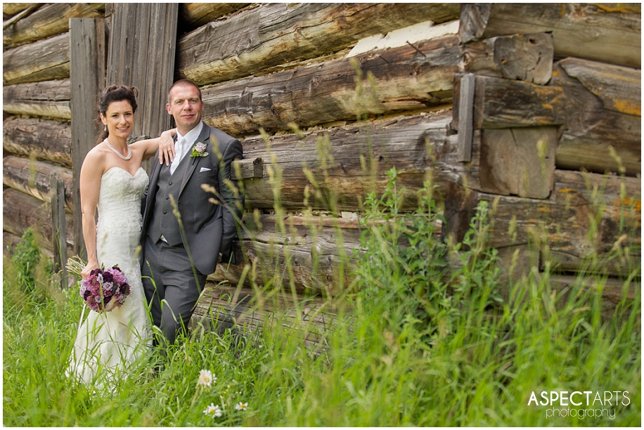 OUtdoor wedding in British Columbia photographer outdoor heritage field barn