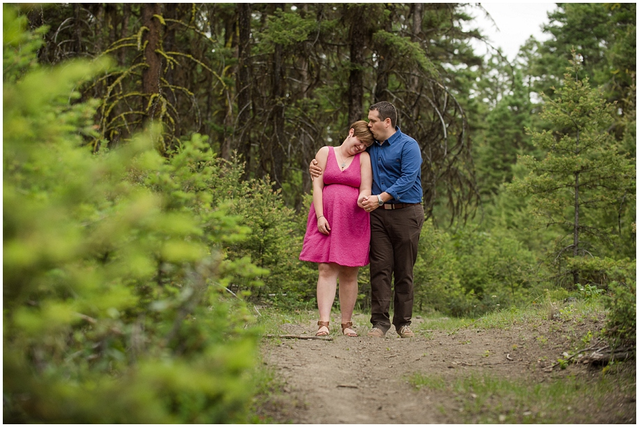 Kamloops maternity portrait photographer sweet couple