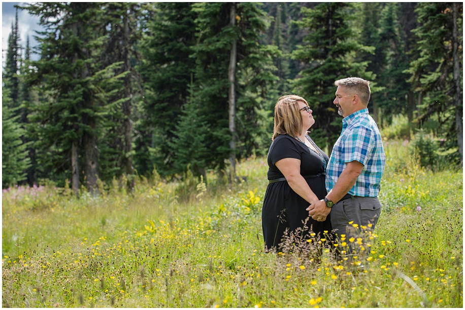 07 Sun Peaks photographer couple session meadow