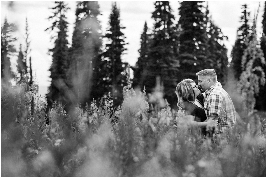 10 Sun Peaks photographer couple session stolen moment