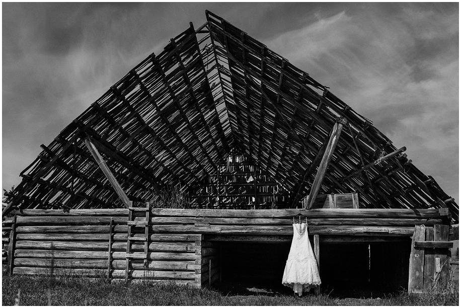 Outdoor lakeside wedding photographer 03