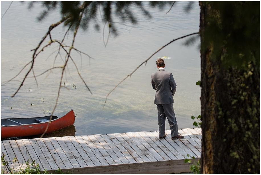 Outdoor lakeside wedding photographer 09