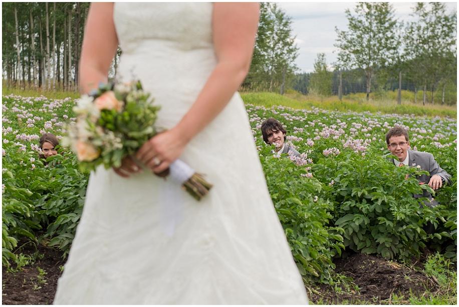 Outdoor lakeside wedding photographer 20