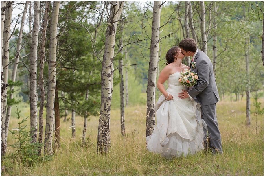 Outdoor lakeside wedding photographer 25