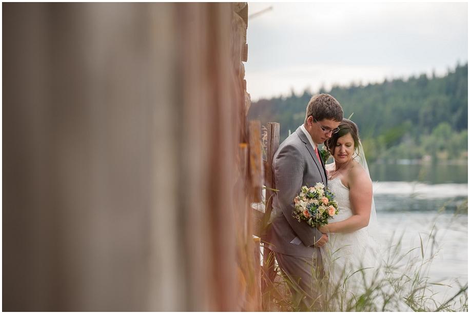 Outdoor lakeside wedding photographer 27
