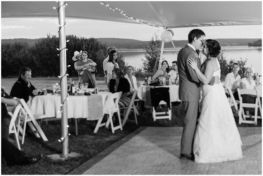 Outdoor lakeside wedding photographer 38