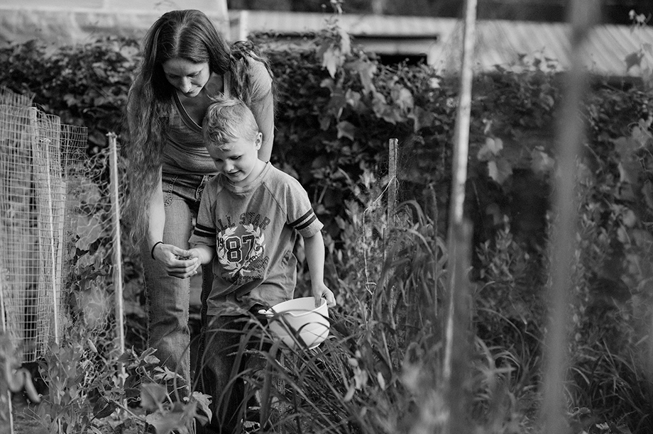 Okanagan family photographer documentary day in the life session 17