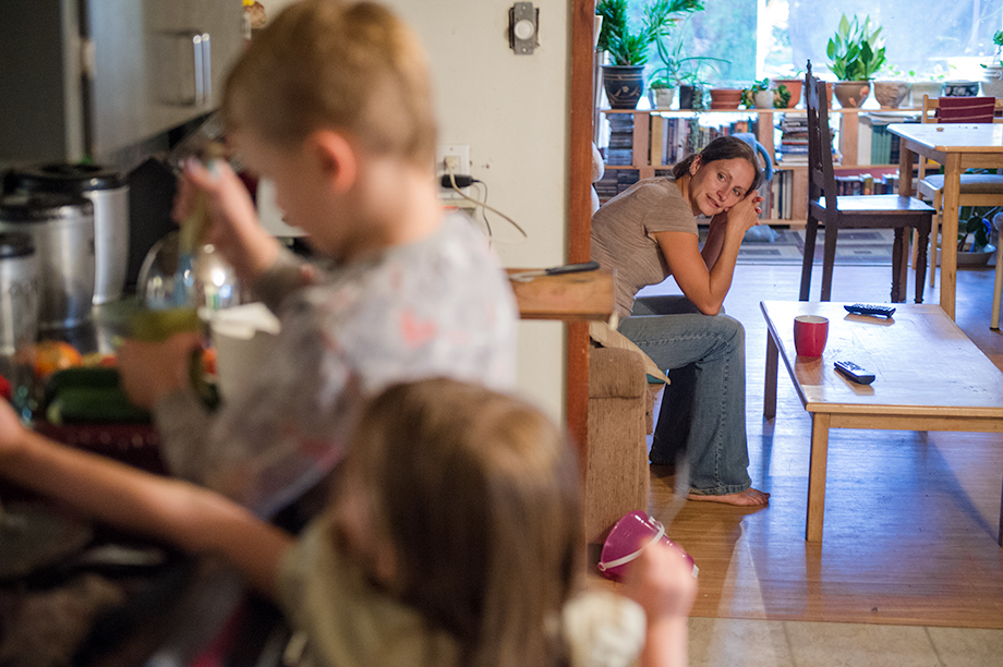 Okanagan family photographer documentary day in the life session 36