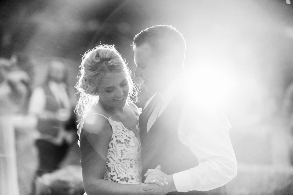 Kamloops wedding photographer outdoor first dance